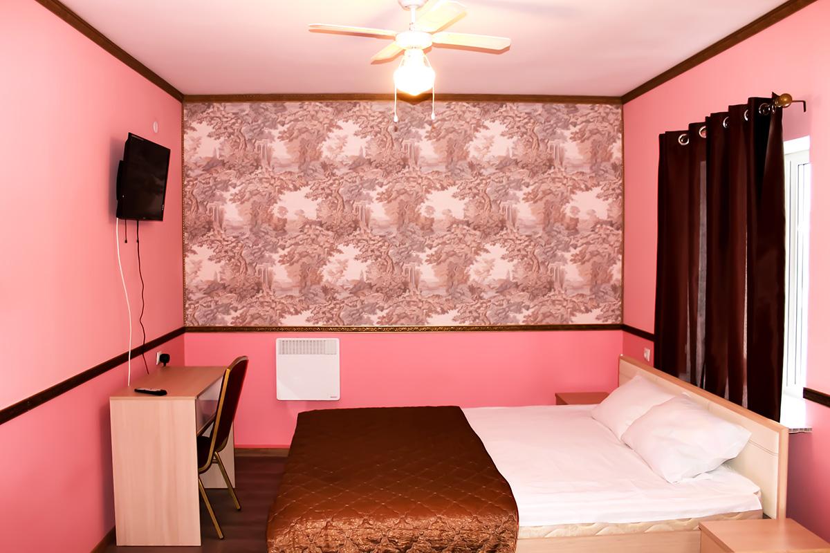 Розовый полулюкс в мотеле Сак
